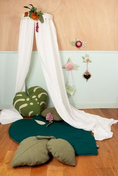 We're officially obsessed with Botanical and Tropical trend decor. The Get Bloomed collection includes a Floral Crib Canopy, Tropical Leaf Pillows, a Big Leaf Rug, Wooden Knobs, a Wall Hooks, and Dresses Moses Basket so every single detail will be perfectly matched! http://petitandsmall.com/wawomb-atmospheres-tell-stories/