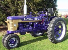McCormick Farmall Model H traktör Big Tractors, Farmall Tractors, John Deere Tractors, Antique Tractors, Vintage Tractors, Vintage Farm, Old Farm Equipment, Heavy Equipment, International Tractors
