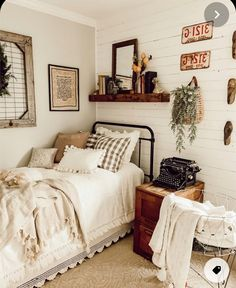 Guest Bedroom Decor, Guest Room Office, Guest Bedrooms, Home Bedroom, Boy And Girl Shared Bedroom, Room Inspiration, Household, Cottage, Spaces