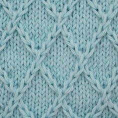 Já assistiu ao vídeo novo ensinando a tricotar esse pontinho lindo? Corre lá pra ver! O link tá na bio 😉#tricot #tricô #knitting