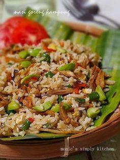 nasi goreng kampung mudah dibuat Nasi Goreng Kampung, Nasi Bakar, Nasi Liwet, Malaysian Cuisine, Malaysian Food, Easy Rice Recipes, Asian Recipes, Yummy Recipes, Rice Dishes