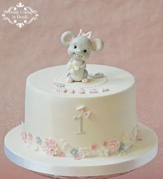 Happy Caking by Domik 1st Birthday Cake For Girls, Girl Birthday Decorations, Baby Birthday Cakes, Birthday Cake Decorating, Torta Baby Shower, Fondant Cakes, Cupcake Cakes, Bolo Laura, Baby Girl Cakes
