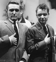 """Sal Mineo teamed up with James Dean a second time in """"Giant""""; also seen here is a young Dennis Hopper during the film's production. Golden Age Of Hollywood, Vintage Hollywood, Classic Hollywood, In Hollywood, Dennis Lee, Cool Hand Luke, Dennis Hopper, Photography Career, Blue Raincoat"""
