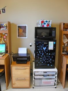 i never thought of putting the fridge on top of somethingvertical space - Dorm Room Desk Ideas
