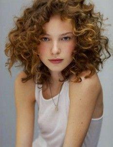 16 Short Medium Curly Hairstyles: Cutest Medium Short Natural Curly Hair - Martha Home Curly Hair Cuts, Short Curly Hair, Short Curls, Curly Girl, Messy Curls, Red Curls, Curls Hair, Loose Curls, Curly Blonde