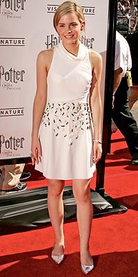 Check out recent style triumphs and trip-ups by the stars – then rate the looks yourself! Photo Emma Watson, Emma Watson Style, Emma Watson Red Carpet, Los Angeles Film Festival, Becoming Jane, Chloe Dress, Amanda Bynes, Big Fashion, Red Carpet Fashion