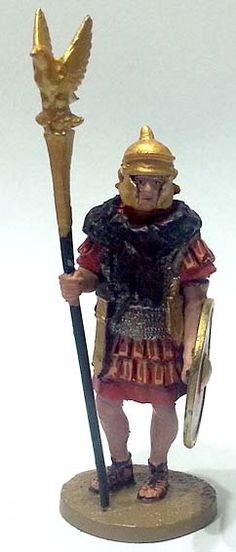 "Aquilifero, Legio XI Claudia Pia Fidelis, numero 51 di ""Roma e i suoi nemici"" (2010 Vadis) #Miniatures #Figures #AncientRome #OspreyPublishing #Aquilifer"
