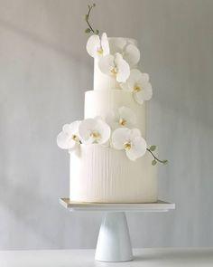 38 sweet romantic wedding cakes - Lilidiy White Wedding Cakes, Elegant Wedding Cakes, Beautiful Wedding Cakes, Wedding Cake Designs, Beautiful Cakes, Orchid Wedding Cake, Orchid Cake, Diy Spring Weddings, Gold Weddings