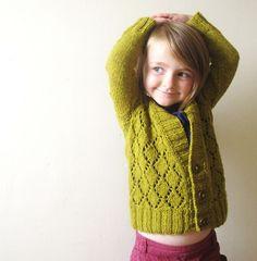 """Lionessknits' Cosy Girl Cosy (you) tricoté en Gilliatt """"genêt"""" par Dani / LionnessArts"""