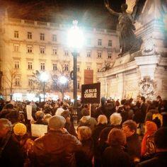 """#Portugal #jesuischarlie #Paris #restauradores #Lisbon #Lisboa #january2015  Na Praça dos Restauradores em Lisboa, neste momento sucedem-se as homenagens a """"Charlie Hebdo""""!!  In Restauradores Square in Lisbon, at this moment a succession of tributes to """"Charlie Hebdo"""" happens!!"""