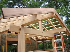 Beautiful stepped fascia and japanese joinery!v TRC Timberworks took this photo at a Japanese timber framing course taught by Dale Brotherton and Robert Laporte.  http://trctimberworks.com/2010/09/26/japanese-roof-frame/?utm_content=bufferfc577&utm_medium=social&utm_source=pinterest.com&utm_campaign=buffer#more-1122