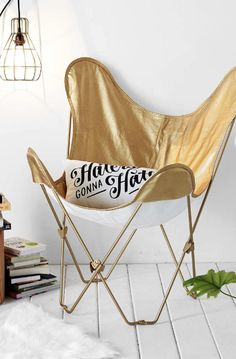 gold butterfly chair cover  http://rstyle.me/n/qq5gnpdpe