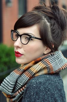 I love this look. Pale face with winged eyeliner and a red lip. Not to mention, her outfit in this post is SO freakin' cute! Love.