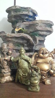 Fuente de agua y Budas