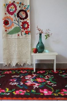 .colors and shapes; textiles and wares