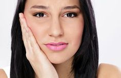 TMJ (Temporomandibular Joint Syndrome) is inflammation of the joint that connects the jaw and skull. Try this TMJ Treatment Home Remedies For Rapid Relief Thieves Oil Uses, Sore Jaw, Tooth Extraction Healing, Jaw Pain, Tooth Sensitivity, Root Canal Treatment, Natural Teeth Whitening, Oral Health, Dental Health