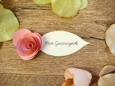 papierowa róża na winietce