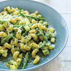 Cavatappi with pesto, potatoes and green beans Pasta Salad For Kids, Easy Pasta Salad, Pesto Pasta, Pasta Salad Recipes, Soup Recipes, Feta, Potato Salad With Apples, Celery Juice Benefits, Pesto Potatoes