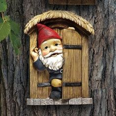 The Knothole Gnomes Garden Welcome Tree Sculpture: Door Gnome