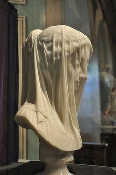 marmol Virgen con velo
