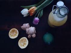 Flunssakausi jyllää koko maassa. Tästä oiva terveyspommi omaan jääkaappiin tai vaikka kylään viemisiksi - inkiväärishotti!  #inkiväärishotti #gingershot #ginger #inkivääri #diy Glass Of Milk, Eggs, Drinks, Breakfast, Food, Drinking, Morning Coffee, Beverages, Essen
