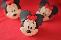 Minnie Mouse is a classic girly girl and I love me some girly cakes and cupcakes. I made some Minnie cupcakes recently and managed to take some photos of the process. These cupcakes are admittedly time consuming, but the end result is very much worth the...