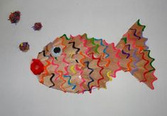 multicolored fish for kindergarten Creative Arts And Crafts, Diy Crafts For Gifts, Crafts For Kids, Art Drawings For Kids, Art For Kids, Paper Crafts Origami, Cardboard Crafts, Pencil Crafts, Globe Crafts