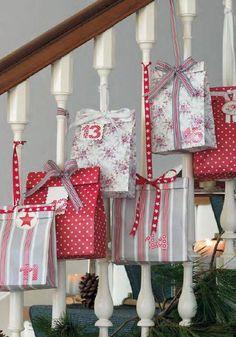 Using you staircase balustrade as an advent calendar - such a great idea!  GreenGate Katalog Herbst / Winter 2013 - Winter Feelings - mit vielen neuen Stoneware Serien. Erhältlich bei www.hausundtempel.de