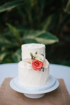 Simple two tier wedding cake. Photography: Love Is A Big Deal - loveisabigdeal.com