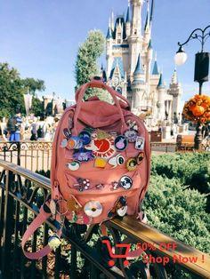 Fjallraven Kanken ~pink~ *sigh* one day :( Mochila Kanken, Kanken Backpack, Disney Style, Disney Love, Disney Magic, Walt Disney, Mochila Grunge, Aesthetic Backpack, Disney Aesthetic