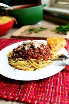 From the Pioneer Woman on Food Network: Beautiful, luscious spaghetti sauce Pioneer Woman Spaghetti Sauce, Meaty Spaghetti Sauce, Spaghetti Squash, Spaghetti Bolognese, Bolognese Sauce, Pasta Recipes, Beef Recipes, Dinner Recipes, Cooking Recipes
