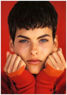 Magazine: Elle US Year: 1989 Models: Linda Evangelista Photographer: Gilles Bensimon Linda Evangelista, Original Supermodels, Elle Us, 90s Hairstyles, Mannequins, Role Models, Hairdresser, Her Hair, Just In Case