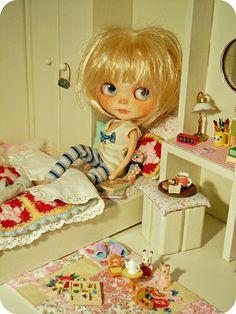 """Good night friends, sleep well!"" #Blythe #doll"