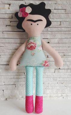 Boneca Frida Khalo em feltro e tecido.  Medida 40 cm de altura