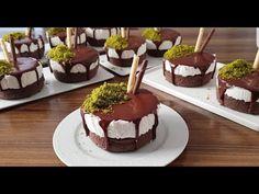 Küçük pastacıkları herkes denesin diye sizlerle yapılışını paylaşıyoruz. Görmeden geçme tatlısı daha yemeden ağızları sulandırıyor görüntüsü ile. Son Tart, Muffin, Food And Drink, Pudding, Make It Yourself, Cooking, Sweet, Desserts, Youtube