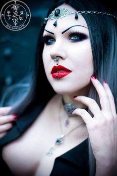 Exhilarating Jewelry And The Darkside Fashionable Gothic Jewelry Ideas. Astonishing Jewelry And The Darkside Fashionable Gothic Jewelry Ideas. Mode Steampunk, Gothic Steampunk, Gothic Angel, Gothic Art, Goth Beauty, Dark Beauty, Steam Punk, Estilo Dark, Color Fantasia