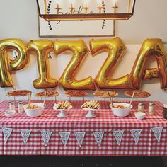 How cute is this table for a kids pizza party? Simple decor that makes it seem like you spent a ton of time! Birthday Themes For Boys, 1st Boy Birthday, Birthday Ideas, Happy Birthday, Pizza Party Birthday, Boy Birthday Parties, Kids Pizza Party, Garfield Birthday, Party