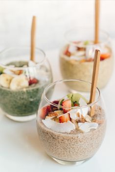 When you combine amazing chia seeds with powerful SuperFresch powders - you have yourself a delicious, quick and healthy breakfast! Full of superfoods, protein and fibre - this will ensure you have a super start to the day Ingredients. Super Start, Banana Berry, Gluten Free Treats, Honey And Cinnamon, Vanilla Essence, Chia Seeds, Coconut Flakes, Superfoods, Coconut Milk