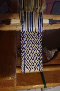 beautiful tabletweaving design...wonder if there would be a way to convert it for basketweaving?