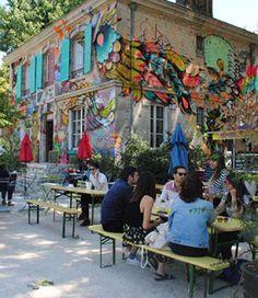 My Little Apéro vous a trouvé les meilleures terrasses de Paris. Sélectionnez celle qui vous plaît le plus et allez y siroter un verre avec la personne de votre choix. On se retrouve en terrasse ?