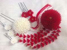 花嫁さんの紅白の剣菊かんざしセット の画像 つまみ細工 ひなぎく 「花夢月比売」