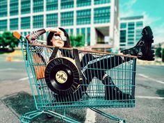 5 motive pentru care ți-ar plăcea geanta cu vinyl Vybe bag Bags, Shopping, Handbags, Bag, Totes, Hand Bags