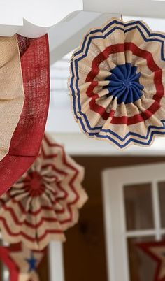 4th of July Burlap Stars http://rstyle.me/n/jj3q5nyg6