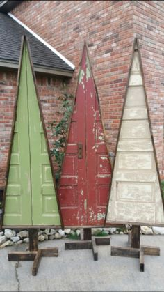 Primitive holiday trees made from vintage wooden doors. Awesome for indoor or outdoor decorating! Christmas Booth, Wood Christmas Tree, Primitive Christmas, Rustic Christmas, Xmas Tree, Winter Christmas, Christmas Holidays, Christmas 2017, Happy Holidays