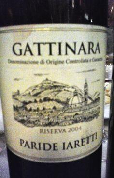 """Abbinamenti consigliati  Carni rosse di selvaggina e cacciagione, arrosti, brasati, formaggi stagionati a pasta dura. Ottimo anche utilizzato per cucinare il risotto che prende il nome """"risotto al Gattinara""""."""