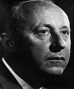 Christian Dior - French fashion designer, best known as the founder of one of the world's top fashion houses. Photo 1954 by Yousuf Karsh Famous Portrait Photographers, Great Photographers, Winston Churchill, Yousuf Karsh, Portrait Lighting, Graphic, Christian Dior, Famous People, Portrait Photography