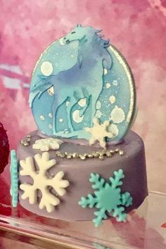 Take a look at this beautiful Frozen 2 birthday party! The 3d chocolate covered cookies are wonderful! See more party ideas and share yours at CatchMyParty.com #catchmyparty #partyideas #frozen #frozenparty #frozen2 #girlbirthdayparty #princessparty #cookies Frozen Party Food, Frozen Party Favors, Frozen Party Decorations, Disney Frozen Party, Disney Parties, Frozen Birthday Theme, 2nd Birthday Parties, Frozen Chocolate, Chocolate Covered