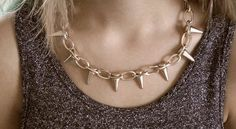 Sunbeamsjess wearing a gold chain with spikes