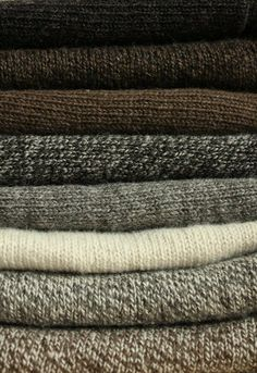 Lovely yarns in knits from the sheep farm Vanhalan lammastila in north Finland. Precious Finnsheep wool, soft and comfortable | Kolmiohuivit | Vanhalan lammastilaKolmiohuivit | Vanhalan lammastila