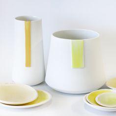 VAAS KLEUR van Studio Elke van den Berg. Wit porselein met kleuraccent in felgeel, donkergeel of felgroen, S, M of Large